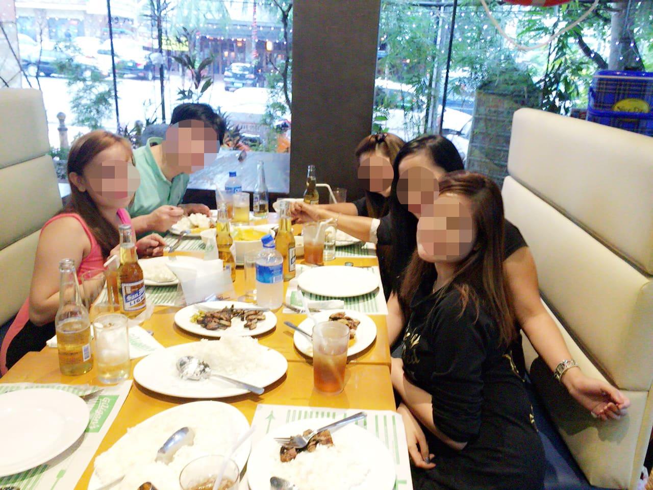 国際結婚希望の美人女性たちとお見合い - レストランで食事