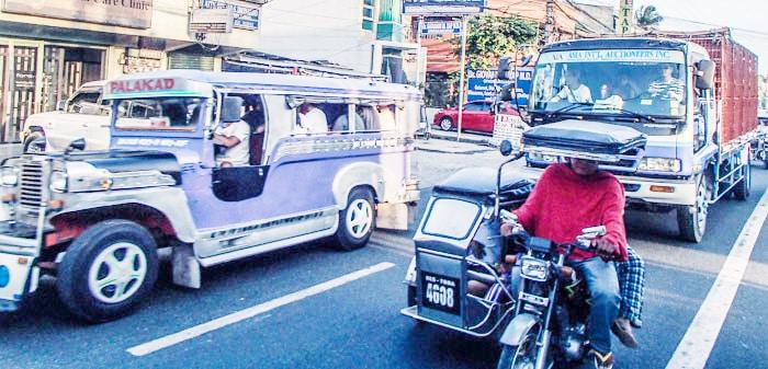 国際結婚希望のフィリピン女性と乗るジプニーとトライシクル