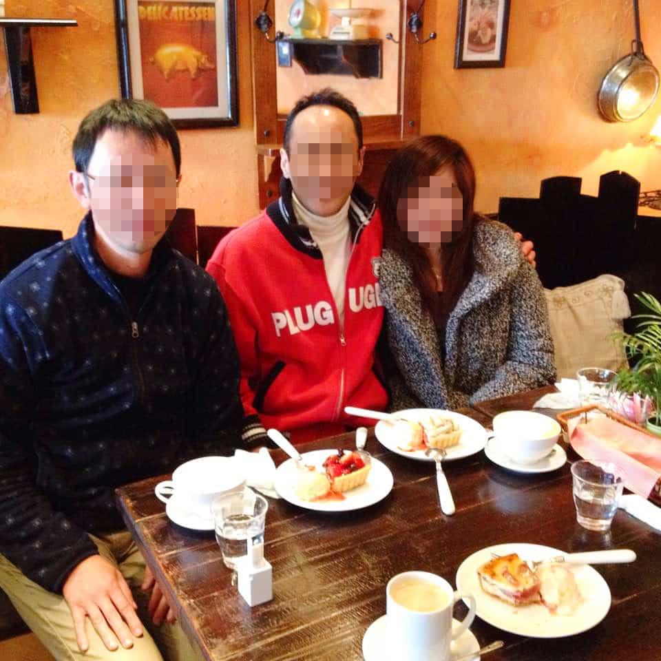国際結婚し来日した後、日本の喫茶店で友人たちと会食をしました
