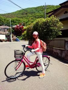 国際結婚し来日した後、自転車に乗り日本語学校に通学します