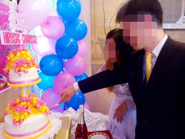 結婚式でウェディングケーキに入刀