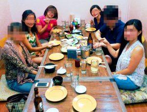 国際結婚希望の美人女性たちとお見合い - 日本食レストランで食事