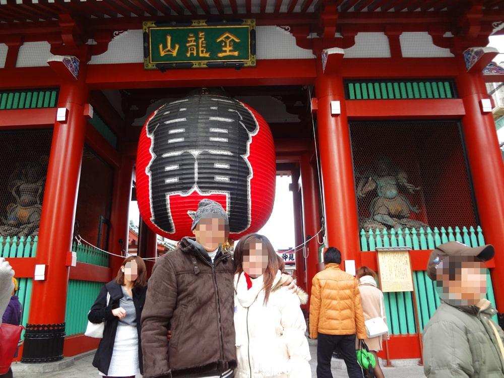 国際結婚し来日した後、東京浅草雷門に観光に行きました