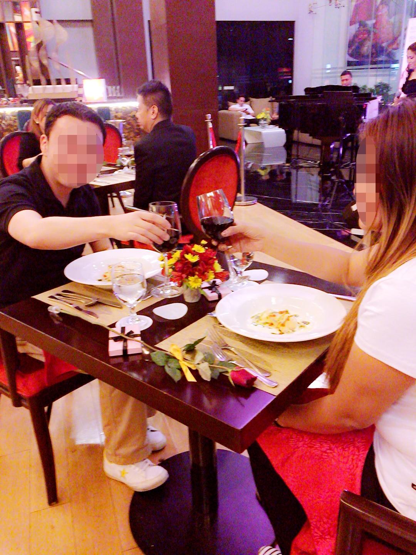 国際結婚希望の女性とお見合い後にホテルのレストランでディナー