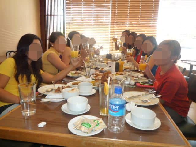 国際結婚希望の女性たちとレストランでお見合い中