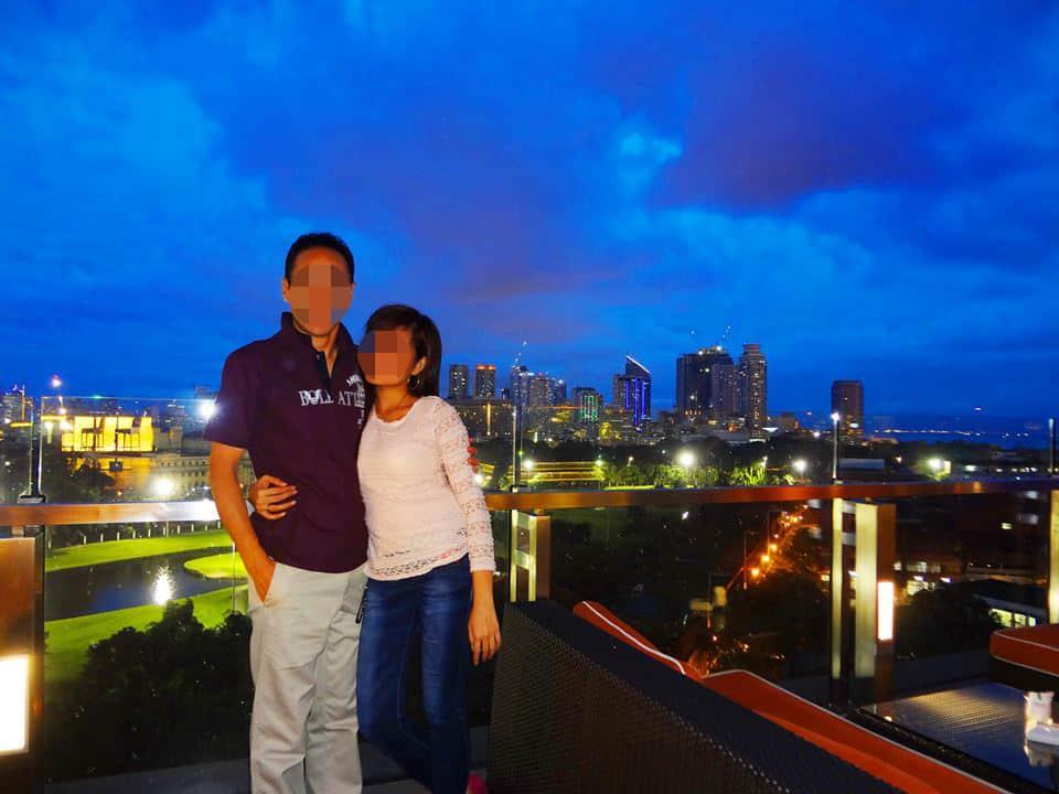 国際結婚を決めた後、マニラ市内の ベイリーフイントラムロスホテルの屋上レストランスカイデッキで食事