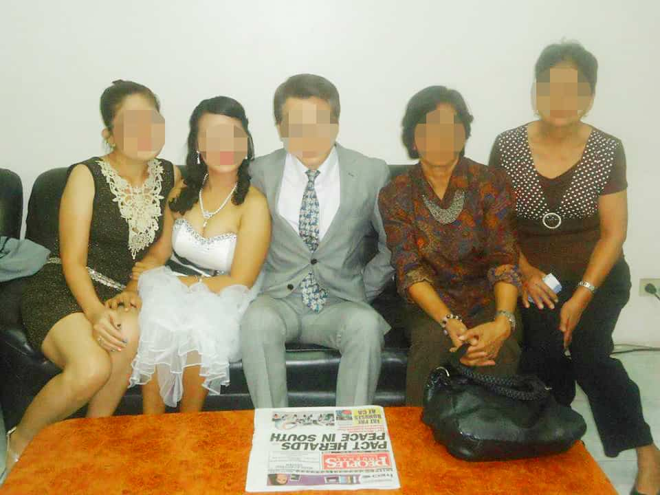 フィリピン人女性との結婚式 - ご親戚と記念撮影
