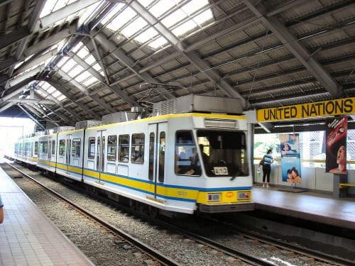 フィリピンの高架鉄道LRT