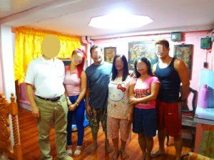 フィリピン女性のご家族にご挨拶