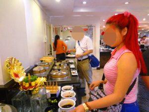 フィリピン女性と食べ放題を楽しむ