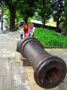 フィリピン女性と史跡訪問