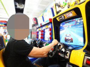フィリピン女性たちとゲームセンターで遊ぶ