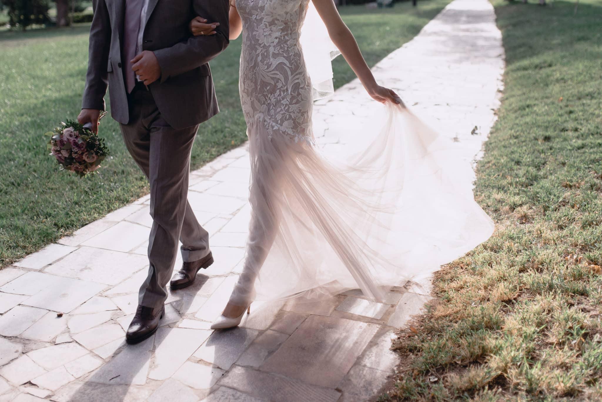 結婚式の幸せな花嫁と花婿 | 国際結婚フィリピン