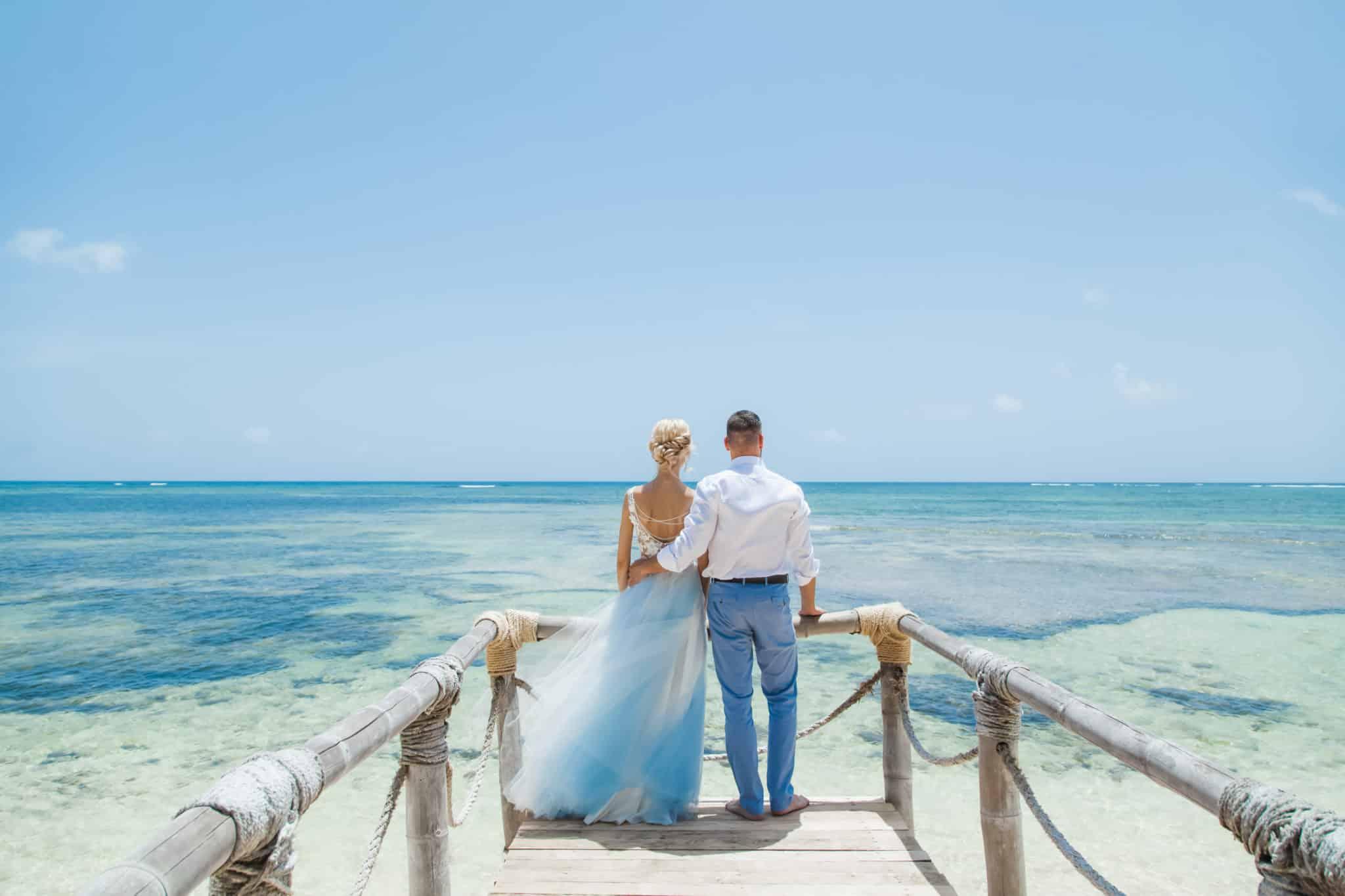 フィリピンでの結婚式   国際結婚のカップル